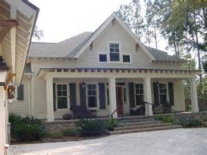 Cottage style front facade traditional exterior