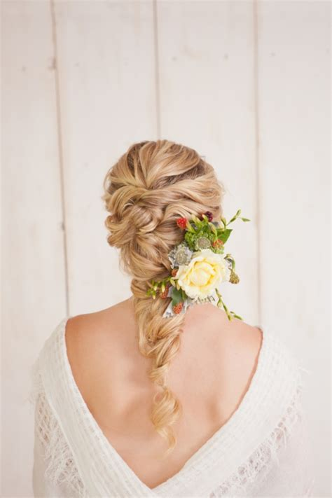29 charming s wedding hairstyles for naturally curly hair weddingomania