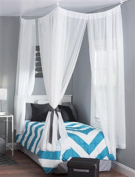 how to hang bedroom curtains hanging curtains in small bedroom curtain menzilperde net