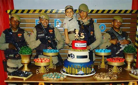 pms armados participam de aniversario de crianca de  anos
