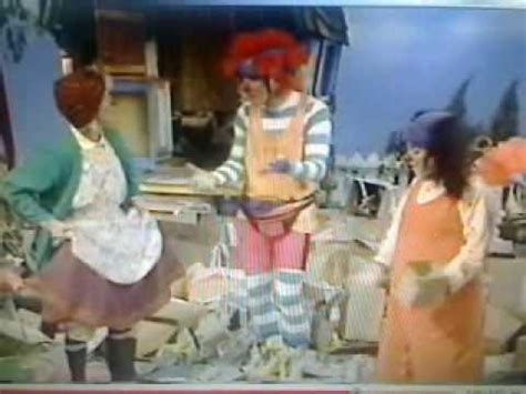 big comfy couch who made this big mess big comfy couch another favorite scene from quot scrub a dub