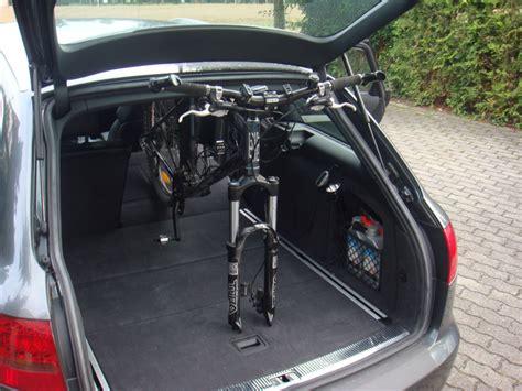 Fahrradhalterung F R Auto by Bild 1 Fahrrad Ohne Fahrradhalter Im Auto Transportieren