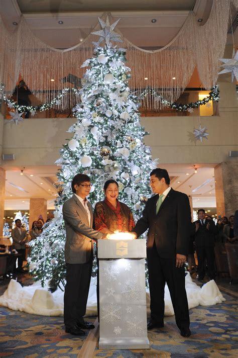 christmas lighting ceremony hotel gm speech snowflake at the edsa shangri la manila dine philippines
