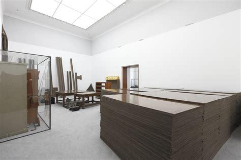joseph beuys stuhl mit fett detail hessisches landesmuseum