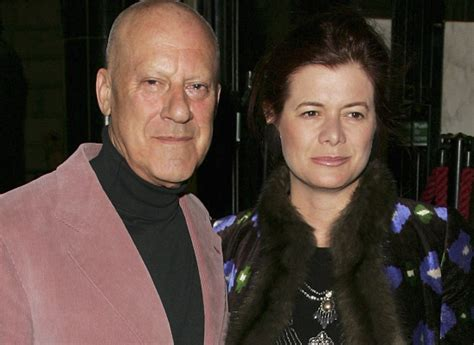 lady elena  lord norman foster buy    avenue