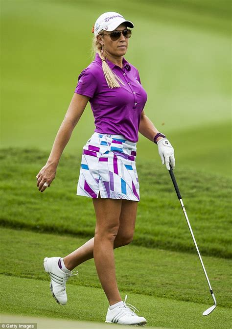 natalie gulbis golf swing the other paper golfer and model natalie gulbis pulls out