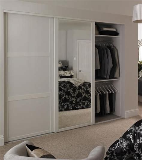 Howdens Bedroom Wardrobe 25 Best Ideas About Mirror Door On Master