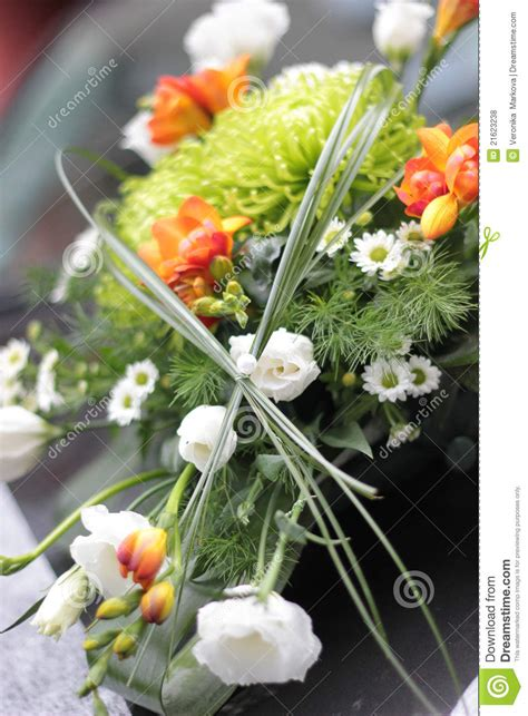 Wedding Car Bouquet by Wedding Bouquet On Car Royalty Free Stock Photos Image