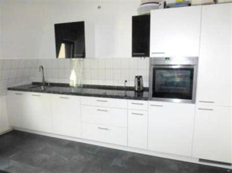 weiße küchenschränke black appliances k 252 che granitplatten k 252 che schwarz granitplatten k 252 che