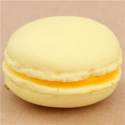 Plus Squisy Yellow Squishy Kawaii En Forme De Macaron Jaune P 226 Le D 233 Fauts