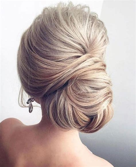 Bridal Hairstyles For Thick Hair by 25 Best Ideas About Chignons On Simple Hair
