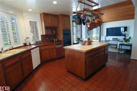brown kitchen appliances kitchen brown cabinets white appliances quicua com