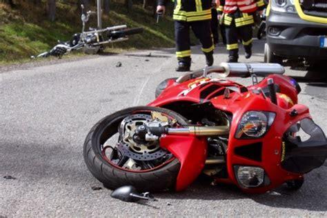 Motorradunfall Teile by Schwerer Motorradunfall Rettungshubschrauber Im Einsatz