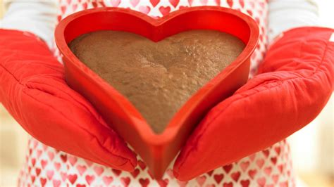 valentines baking for 40 s day baking fails that prove it s the
