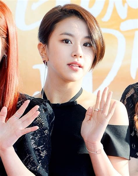 hair cut in seoul netizens think twice chaeyoung s new short hairdo is a big