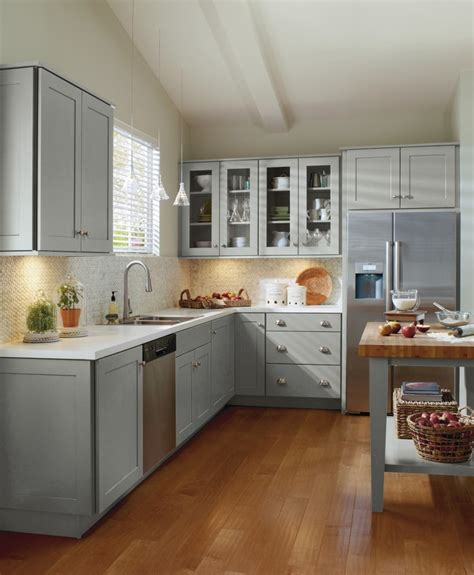 How To Spruce Up Kitchen Cabinets Classic Shaker Style Cabinetry Doesn T Always To Be White Spruce Up This Timeless Cabinet