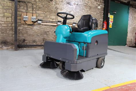 teppichkehrer klein ride on floor sweeper hire hire cleaning machines srs