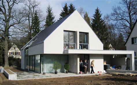 moderne h 228 user satteldach mit garage emphit - Moderne Häuser Mit Satteldach
