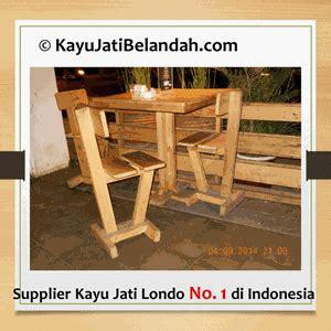 Meja Kayu Pine jual aplikasi kayu jati belanda atau jati londo atau pine wood pada meja dan kursi restoran