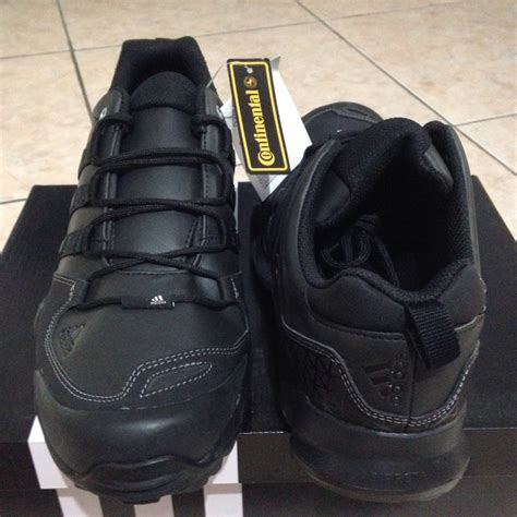 Sepatu Adidas Kurobe terjual sepatu outdoor adidas jawpaw slip on anzit dlx
