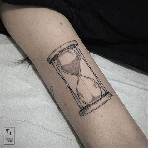 small hourglass tattoos 1000 ideas about hourglass on