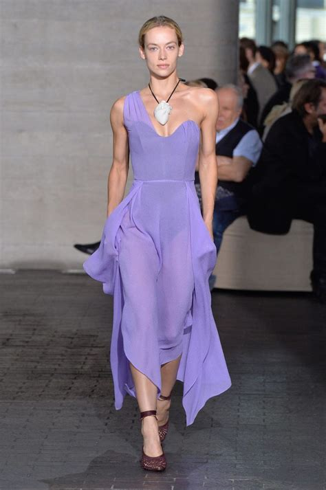 Roland Mourets Catwalk Comeback With Rm by Empowered Elegance With Roland Mouret On The Catwalk