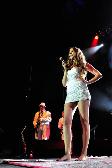 tattoo hand joss stone barefoot celebrities joss stone bare feet and tattoo