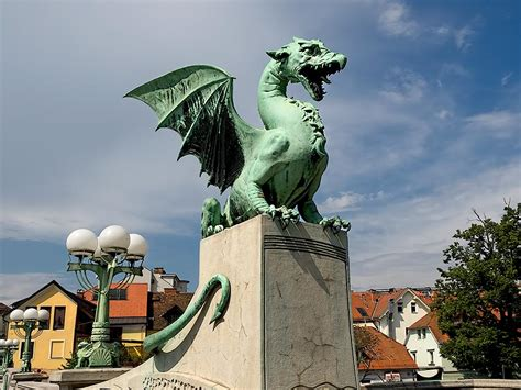 PHOTO: Dragon Bridge in Ljubljana, Slovenia