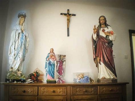 madonnina di medjugorje si illumina guarda con me a medjugorje la statua della madonna si