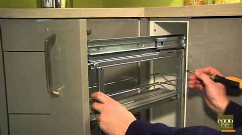 reglage porte de cuisine eggo r 233 gler la profondeur de la porte de meuble 224
