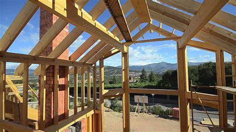 construir casas construyendo una casa de madera canexel