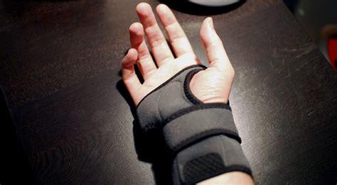 best wrist splint for carpal tunnel finding the best carpal tunnel wrist brace reviews and