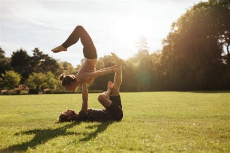 imagenes yoga posturas posturas de yoga para dos 161 con fotos uncomo