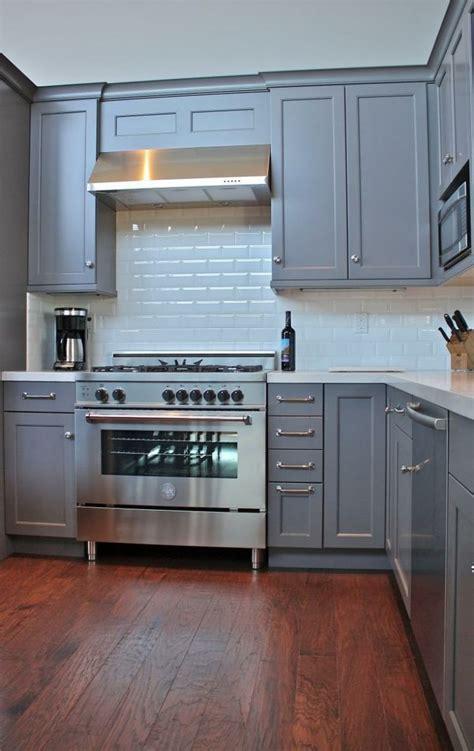 duracraft kitchen cabinets blue grey kitchen walls medium grey kitchen cabinets light