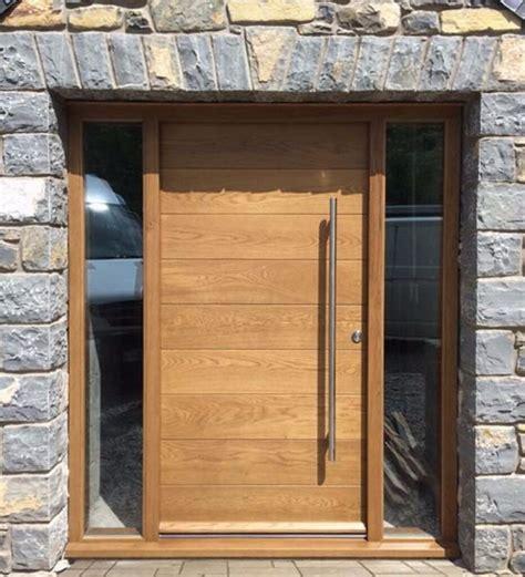 oak contemporary front door  sidelight