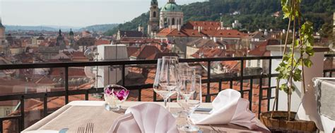 terrasse u zlate studne nos bonnes adresses d h 244 tels caf 233 s restaurants et bars 224