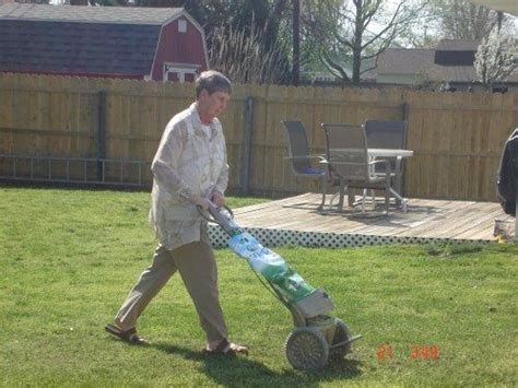 lawn care gadgets scotts snap lawn care system snap spreader review the