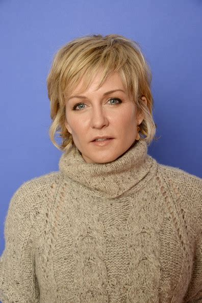 amy carlson hairstyle 2014 amy carlson in hits portraits at sundance zimbio