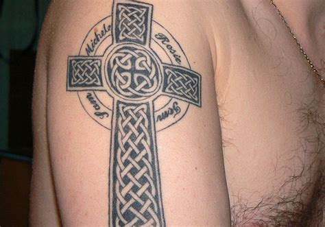 cross tattoo with names simple celtic cross ellenslillehjorne