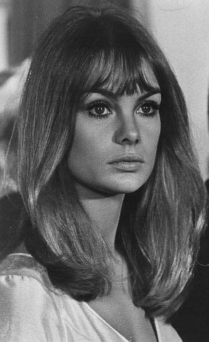 models of the 1960 with short hair jean shrimpton love her mid length hair style beauty