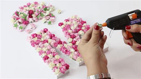 como decorar letras en papel diy decorar letras de madera con flores de papel