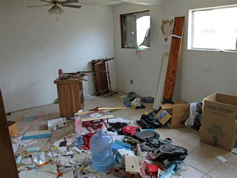 messy bedroom before and after our favorite flip or flop before and after makeovers