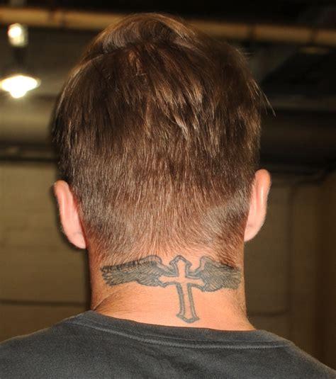 david beckham tattoo kreuz foto tattoo von einem befl 252 gelten kreuz im nacken von