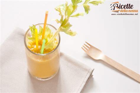 succo di carota e sedano smoothie di verdura con mela carota e sedano