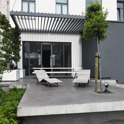 lamellendach terrasse lamellendach in anthrazit f 252 r moderne terrassengestaltung