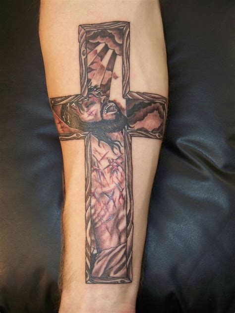 god cross tattoo jesus on the cross pictures jesus on the cross tattoos