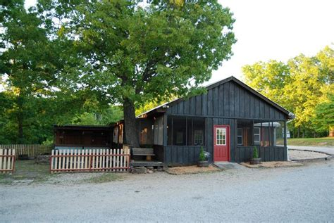 Roaring River Cabins by Crossing Cabins