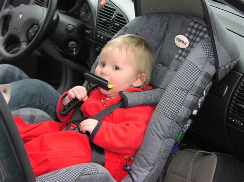 size to sit in front seat of car file rear facing infant car seat jpg wikimedia commons