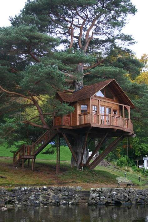 15 of the world s coolest tree houses stay at home