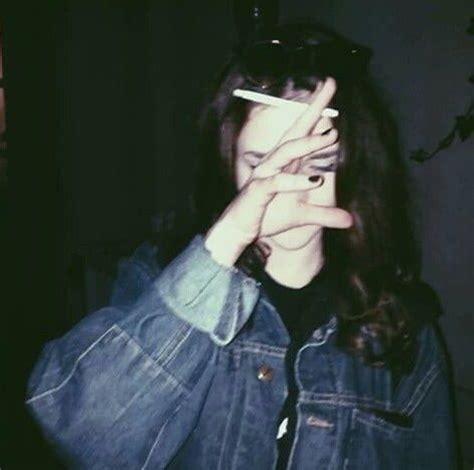 imagenes sad fumando bild 252 ber we heart it alone cigarette girl smoke teen